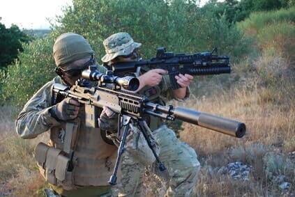 softair sniper waffe mit schalldaempfer